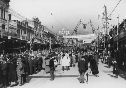 Victory Celebrations, Queen St. Auckland 1918 - Auckland War Memorial Museum Tamaki Paenga Hira