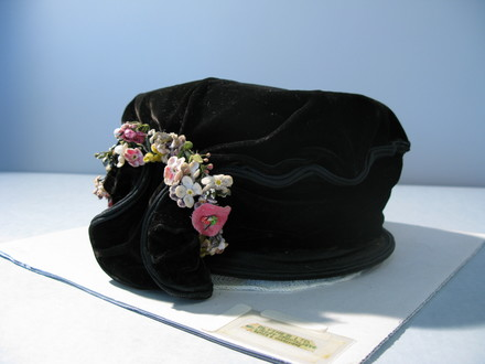 hat, woman's [col.1844] front view