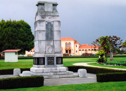 Rotorua War Memorial (World War 1) (Photo Clare Ann Fortune 2004) - Image has All Rights Reserved