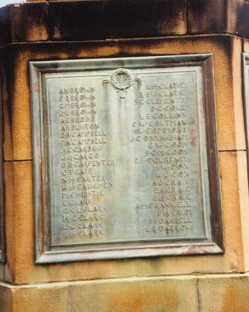 Auckland Grammar School War Memorial, Panel 1, bronze plaque, names Brown - Darrow (photo: P. Baker 2008) - No known copyright restrictions