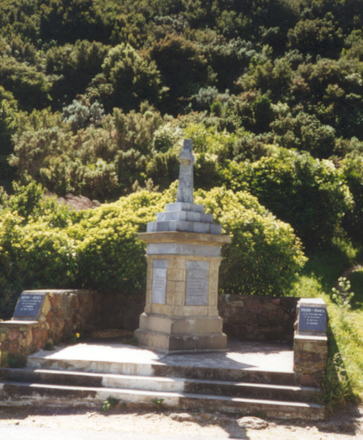 War Memorial on the Picton-Nelson road (photo P. McDermott) - This image may be subject to copyright