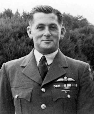Portrait James 'Jim' Menzies Smith (NZ404957). (Courtesy of the Air Force Museum, Christchurch, where original is held) - This image may be subject to copyright