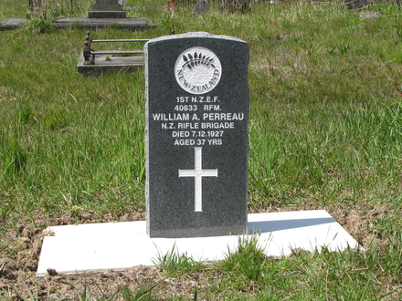 Headstone, Waikumete Cemetery (Photo S. Lees 2009) - No known copyright restrictions