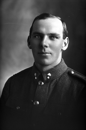 1/4 portrait of Sapper Harold David Blake of the NZE 14th Reinforcements [ls:26377] (Photographer: Herman Schmidt, ). Sir George Grey Special Collections, Auckland Libraries, 31-B1469. No known copyright.