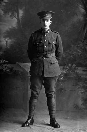 Full length portrait of Private Henry Hector Worthington, Reg No 12/3201, of the 7th Reinforcements, 15th (North Auckland) Regiment, Auckland Infantry Regiment. (Photographer: Herman Schmidt, 1915). Sir George Grey Special Collections, Auckland Libraries, 31-W1423. No known copyright.