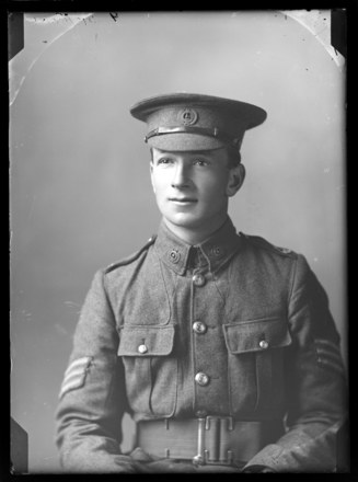 Second Lieutenant Frederick George McKee [6/308]   (1892 - 1916).  Nelson Provincial Museum, Tyree Studio Collection: 86312.  Image has no known copyright restrictions.