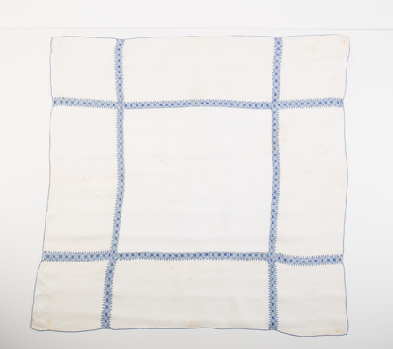 teacloth, embroidered W3509