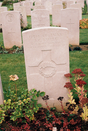 Headstone for James Collis Baylee (S/N 72393) at Fifteen Ravine British Cemetery, Villers-Plouich, Nord, France. Image provided by BG Knights. Image has no known copyright restrictions.