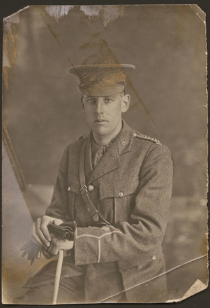 Unknown, photographer (ca. 1914). Black and white studio portrait of Noel Steadman in military uniform. Jocelyn Veale photographs. Auckland War Memorial Museum - Tāmaki Paenga Hira. PH-1998-89-3.