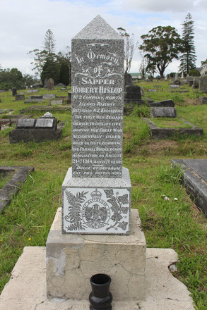 Gravesite of Sapper Robert Arthur Hislop (No number), Waikumete Cemetery. Image kindly provided by Hugh Grenfell (April 2016). © Auckland Museum CC BY.