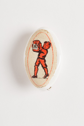 badge, 1996.71.69, Photographed by Dani Lucas , digital, 04 Oct 2016, © Auckland Museum CC BY