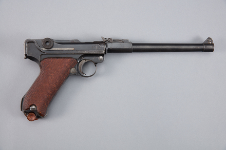 pistol, automatic, 1977.112, A7046, 286275, Photographed by Richard NG, digital, 18 Jan 2017, © Auckland Museum CC BY
