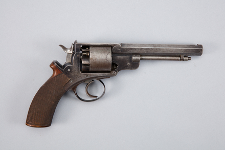 revolver, 1958.161, W1321, 429190, Photographed by Andrew Hales, digital, 26 Jan 2017, © Auckland Museum CC BY