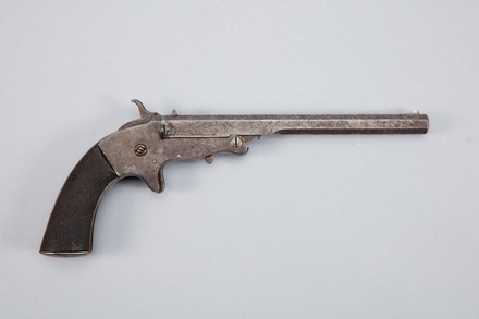 pistol, W1889, Photographed by Andrew Hales, digital, 25 Jan 2017, © Auckland Museum CC BY