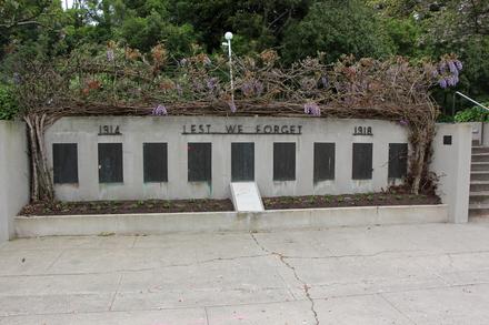 Hamilton Memorial Park.  Memorial Drive, Hamilton East, 3216. Image provided by John Halpin 2015, CC BY John Halpin 2015.