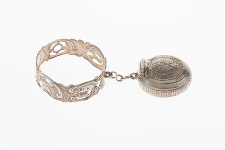 bracelet with bonbonnière, 1932.233, 752, 17734, M112, Photographed by Denise Baynham, digital, 08 Jan 2018, © Auckland Museum CC BY