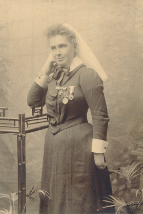 Photograph of Matron Janet Vyse Mackie Williamson, wearing her two medals. Image kindly provided by Julie (April 2018). Image has no known copyright restrictions.