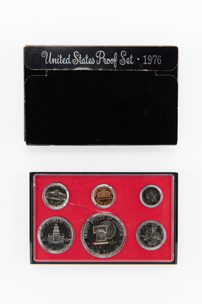 coin set, 2017.x.753, Photographed by Jennifer Carol, digital, 13 Apr 2018, © Auckland Museum CC BY