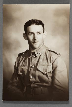 Portrait of Sydney George Kofoed (Craven) in uniform. Sydney George Kofoed photographs, 1940-1945,PH-2014-5, Auckland War Memorial Museum, Tāmaki Paenga Hira. Image subject to copyright restrictions.