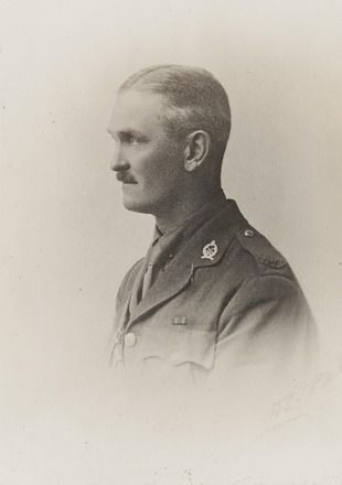 Portrait of Lieutenant John Clark MacLean, Archives New Zealand, AALZ 25044 6 / F725 25. Image is subject to copyright restrictions.
