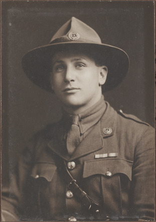 Portrait of Lieutenant Philip Lyell Bennett, Archives New Zealand, AALZ 25044 3 / F1322 60. Image is subject to copyright restrictions.