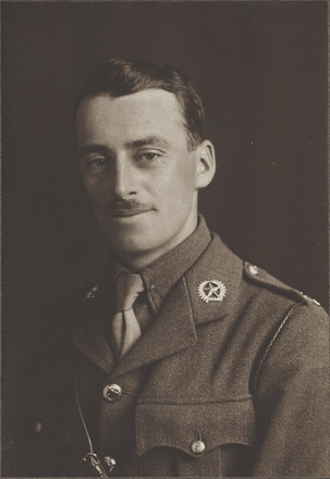 Portrasit of Lieutenant Thomas Lawrence Roy King MC, Archives New Zealand, AALZ 25044   1 /   F693 . Image may be subject to copyright restrictions.