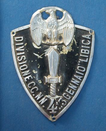 Italian regimental badge, WW2 [2007.78.40] - front view