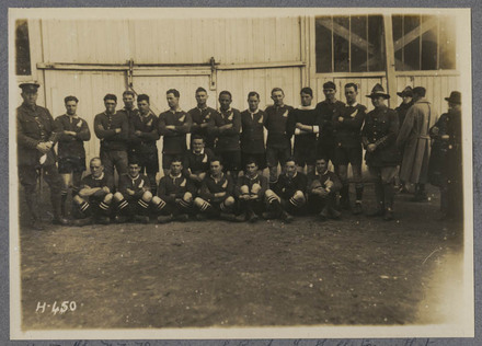 The N.Z. Divisional Rugby Football team that defeated a French Army team by 5 points to 3.