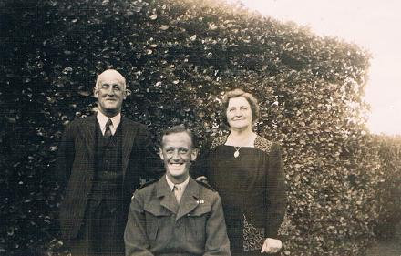 Fred Coventry in Wellington with his Parents William and Ida Coventry