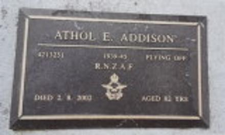 Bears final rank (Flying Officer), date of death (August 2nd, 2002), and age at death (82 years), as well as service number and armed force served in.