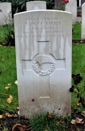 Buried in Lemmer General Cemetery at the village of Lemmer, De Fryske Marren Municipality, province Friesland, North-Netherlands