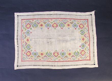tray cloth, front