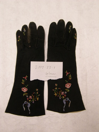 gloves,pair