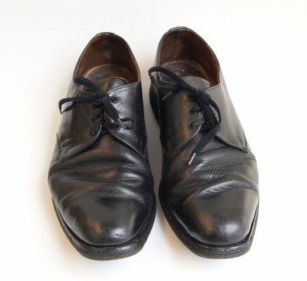 shoes, pair (black) U141.31