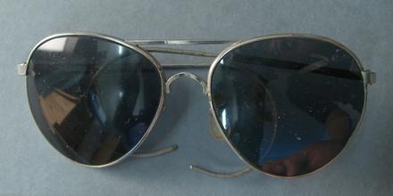 glasses, dark U169.6
