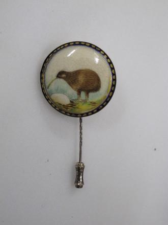 pin, kiwi motif