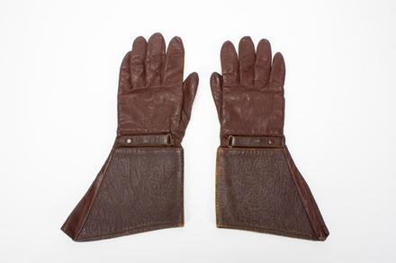 gauntlet gloves: Arthur Cecil Douglas Flintoff Mickle NZ Legion of Frontiersmen; 2013.20.1.9