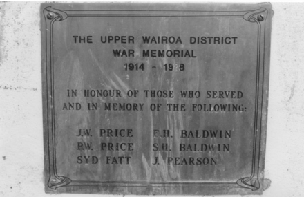 Upper Wairoa District War Memorial 1914-1918, bronze plaque - No known copyright restrictions
