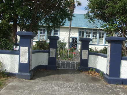 Sanson School Memorial gates (photo G. Fortune) - Image has All Rights Reserved