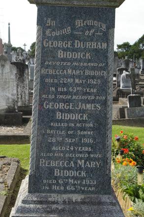 Family grave memorial (detail) at Waikaraka Public Cemetery, Auckland (photo J. Halpin) - No known copyright restrictions