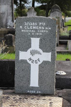 Headstone, Waikaraka Public Cemetery (photo J. Halpin 2013) - No known copyright restrictions