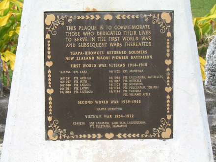 Commemorative Plaque, Tuapa-Uhomutu Returned Soldiers, WW1, WW2, Vietnam, Tuapa, Niue Island (Photo P. Haynes 2009) - No known copyright restrictions