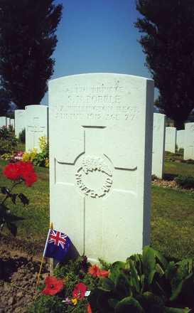 Headstone, Klein-Vierstraat British Cemetery - No known copyright restrictions