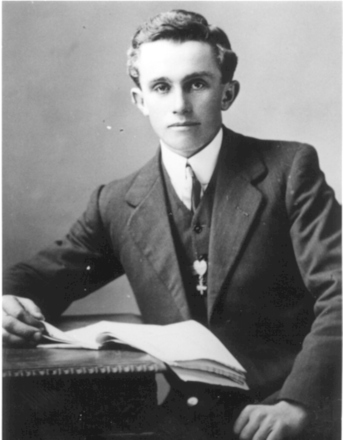 Photo 1: Lewis Windleborn, Nelson, 1915. - No known copyright restrictions