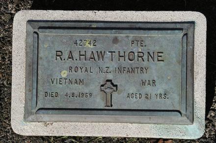 Headstone, Papakura Public Cemetery (photo John Halpin 2010) - CC BY John Halpin