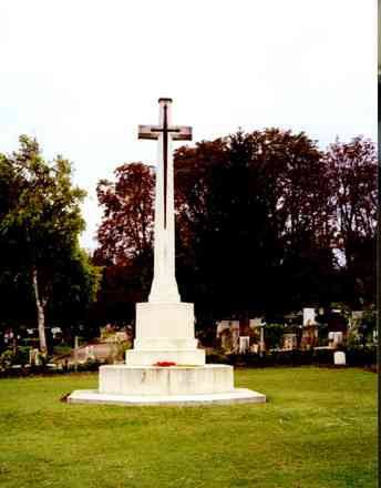 Cross of Sacrifice, Belgrade War Cemetery (photo donated by the family of airman G. Fisher 1998). - This image may be subject to copyright