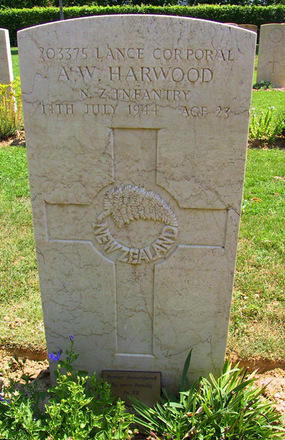 Headstone, Arezzo War Cemetery. Image S. Aumua 2007 - This image may be subject to copyright
