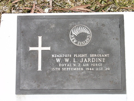 Headstone, Bourail New Zealand War Cemetery (Photo P. Lascelles 2007) - This image may be subject to copyright