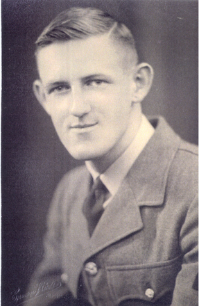 Hugh M Mackay, portrait in uniform - This image may be subject to copyright