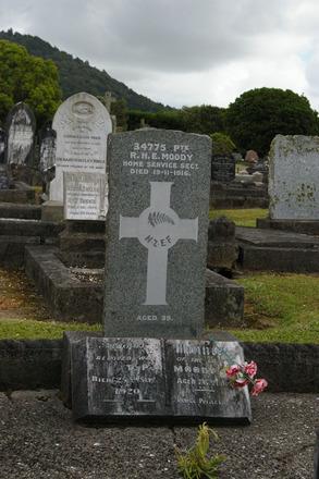 Headstone, Robert Henry Ernest Moody WW1 (34775 34715), Kamo Public Cemetery, (photo Halpin, John January 2012). - CC BY John Halpin